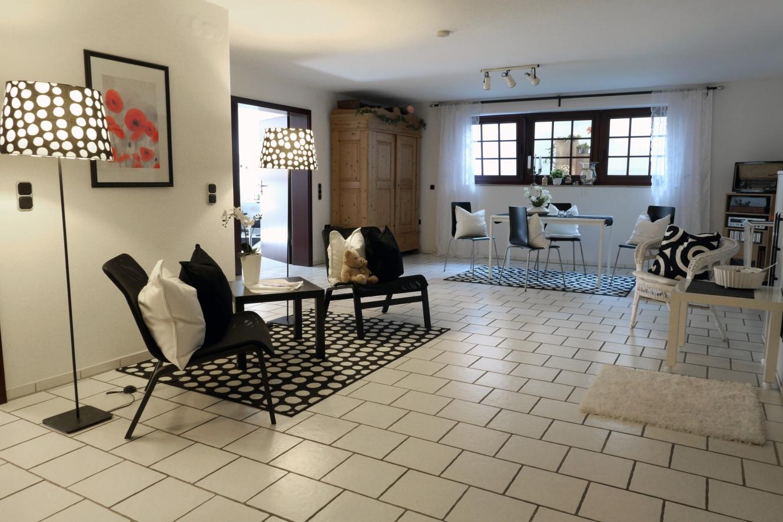 diele mit essplatz souterrain holtorfer landhaus zimmervermietung nienburg. Black Bedroom Furniture Sets. Home Design Ideas